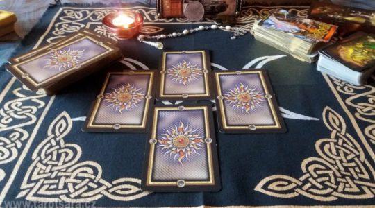 10 nejčastějších mýtů a pověr kolem výkladu karet