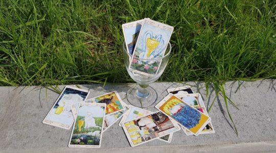 Jak používat pohárové karty v magii